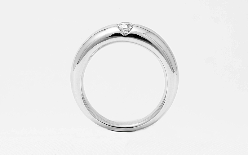 Solitair ringen, in witgoud met een enkele diamant.